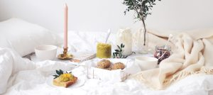 Sunnuntai sängyssä – reseptit täydelliseen aamiaiseen