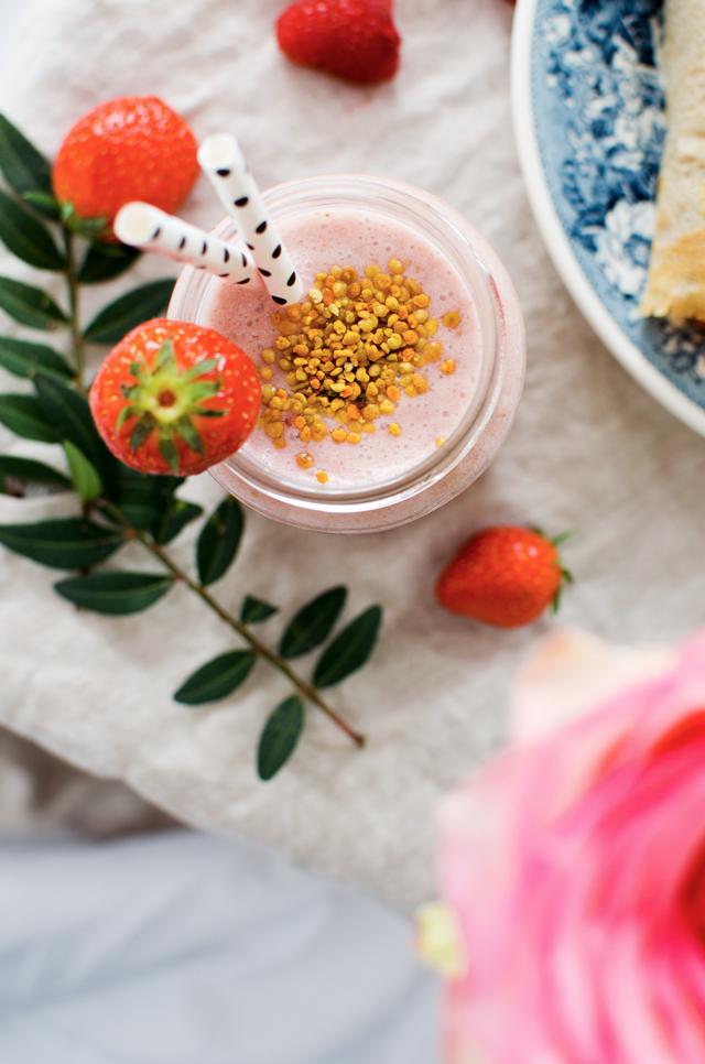 strawberry basil smoothie | tuulia talvio