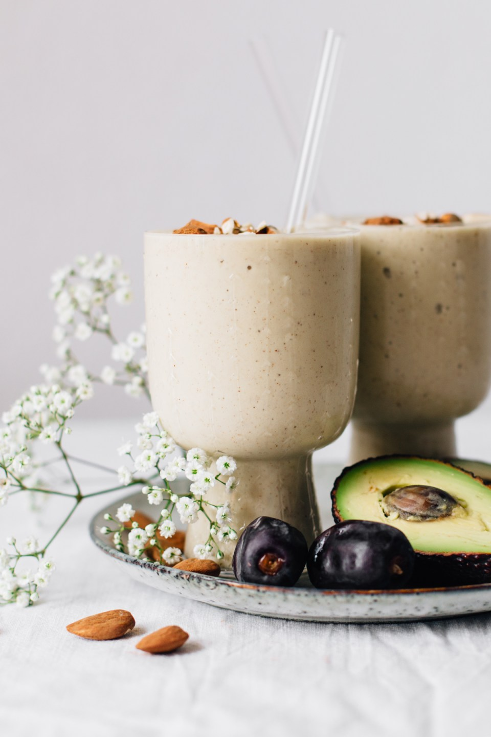 Avocado & Almond Butter Smoothie for Glowing Skin | tuulia blog