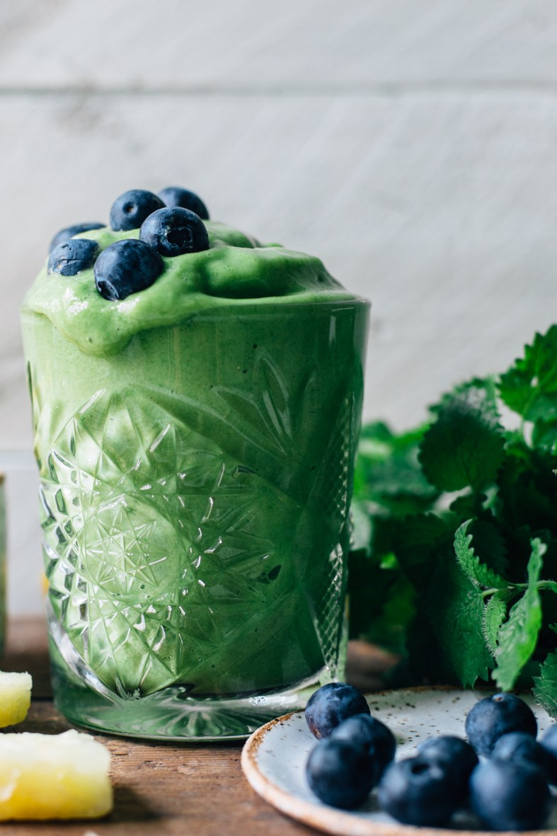 Smoothie Sundays: Tropical Greens Smoothie w/ Lemon Balm & Mint | tuulia blog