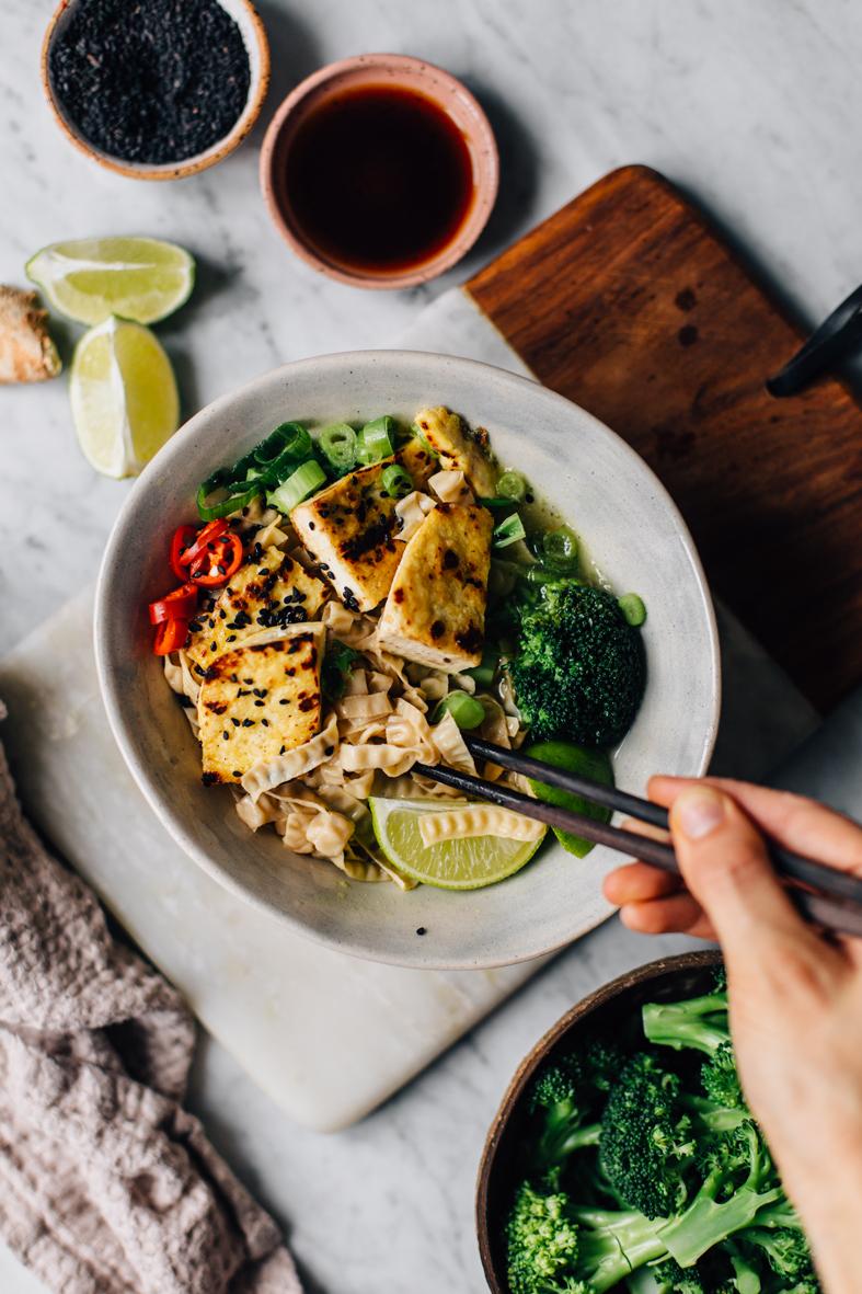 Lämmittävä tofu-nuudelikeitto | tuulia blog