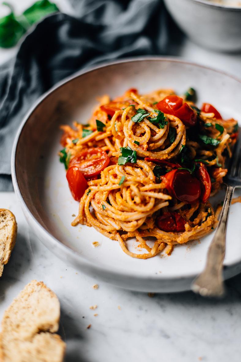 Kermainen Tomaattipasta Ilman Kermaa Tuulia