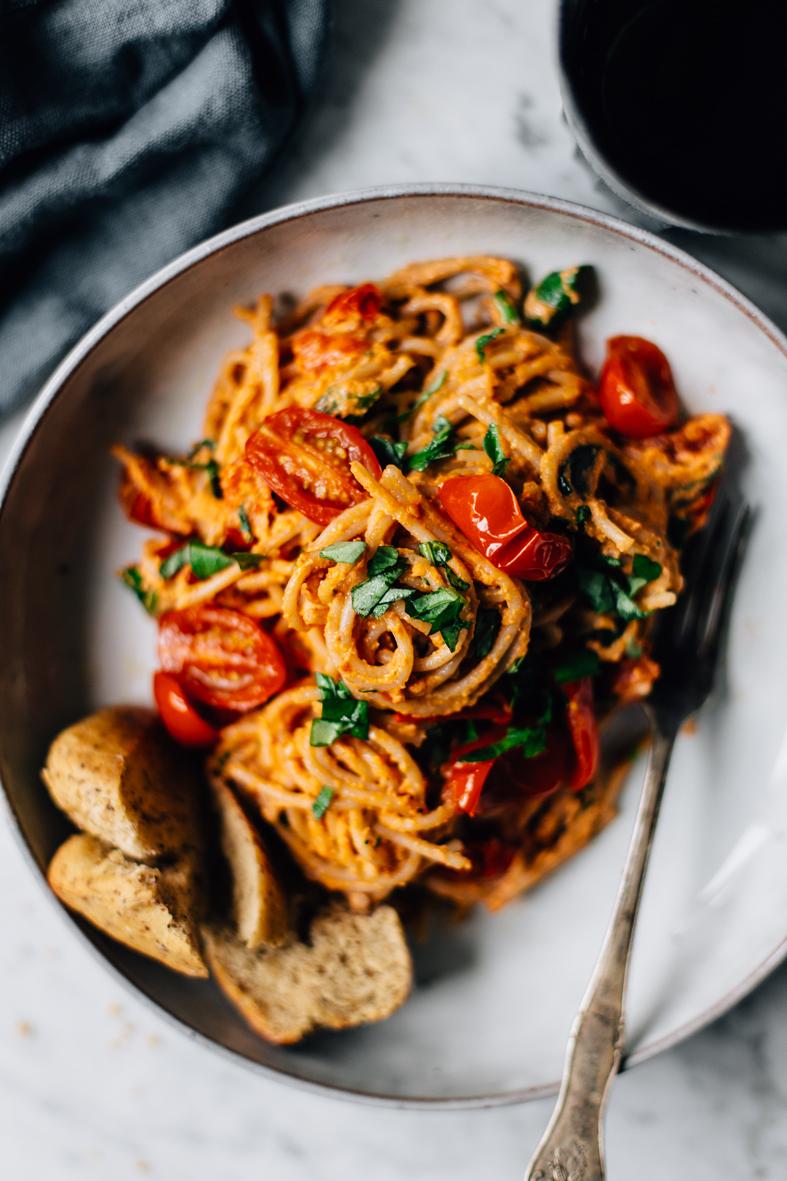 Creamy Vegan Tomato Pasta | tuulia blog