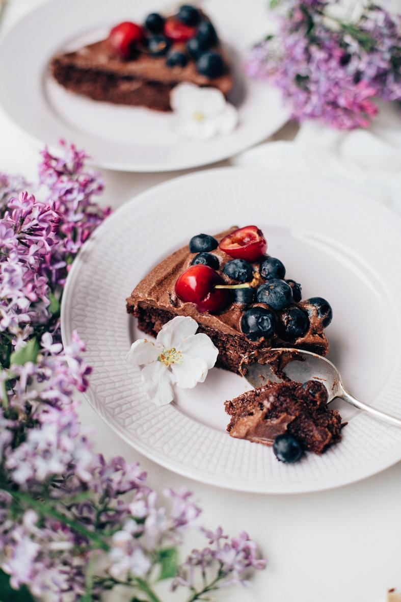 Gluteeniton suklaatäytekakku