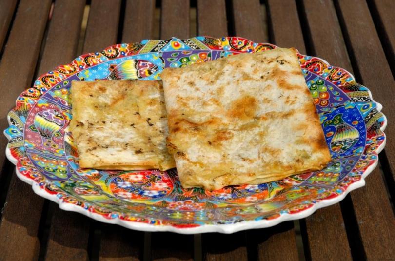 Grillitud lavaš juustutäidisega