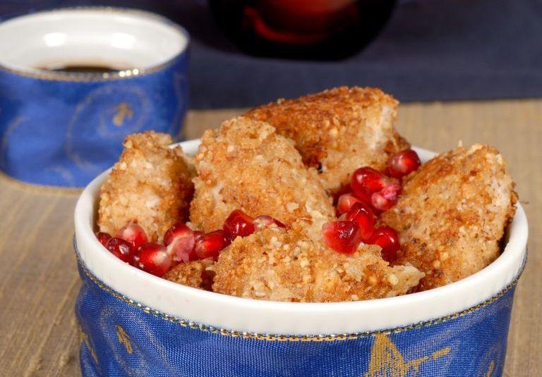 Mandli-parmesanipaneeringuga krõbedad kanapalad granaatõunakastmega