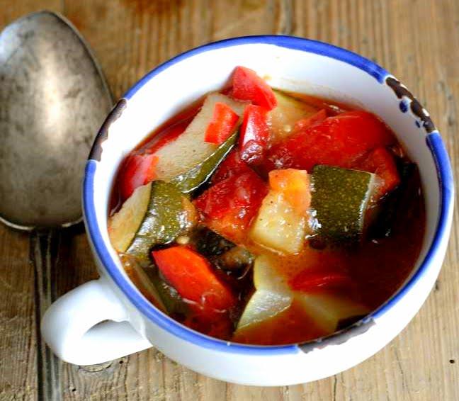 Magusmahe suvikõrvitsa-paprika-tomatihoidis