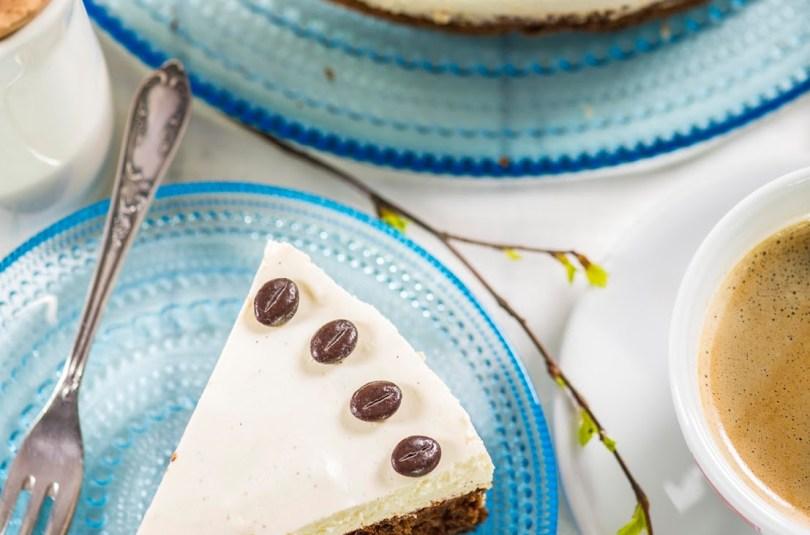 Peedi-šokolaadikook tibakese kohvi ja kohupiimavahust kattega