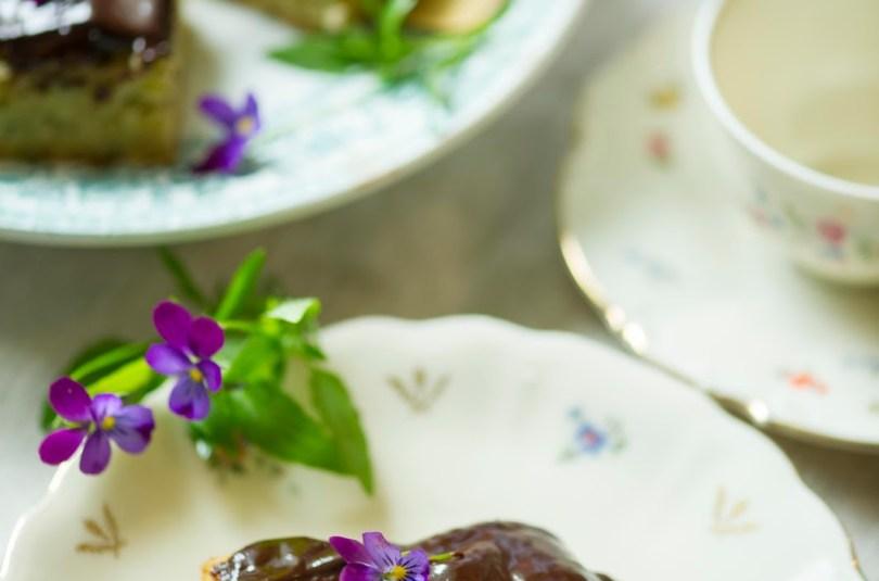 Sidrunihapukas suvikõrvitsa blondie kohvi-šokolaadiglasuuriga