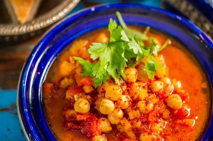 Argiõhtusse sobiv kiirelt valmiv tomatine kikerhernesupp
