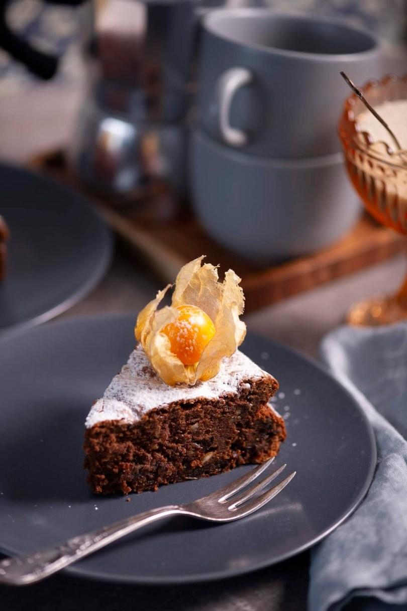 Kohvimaitseline ilma jahuta šokolaadi-musta ploomi kook