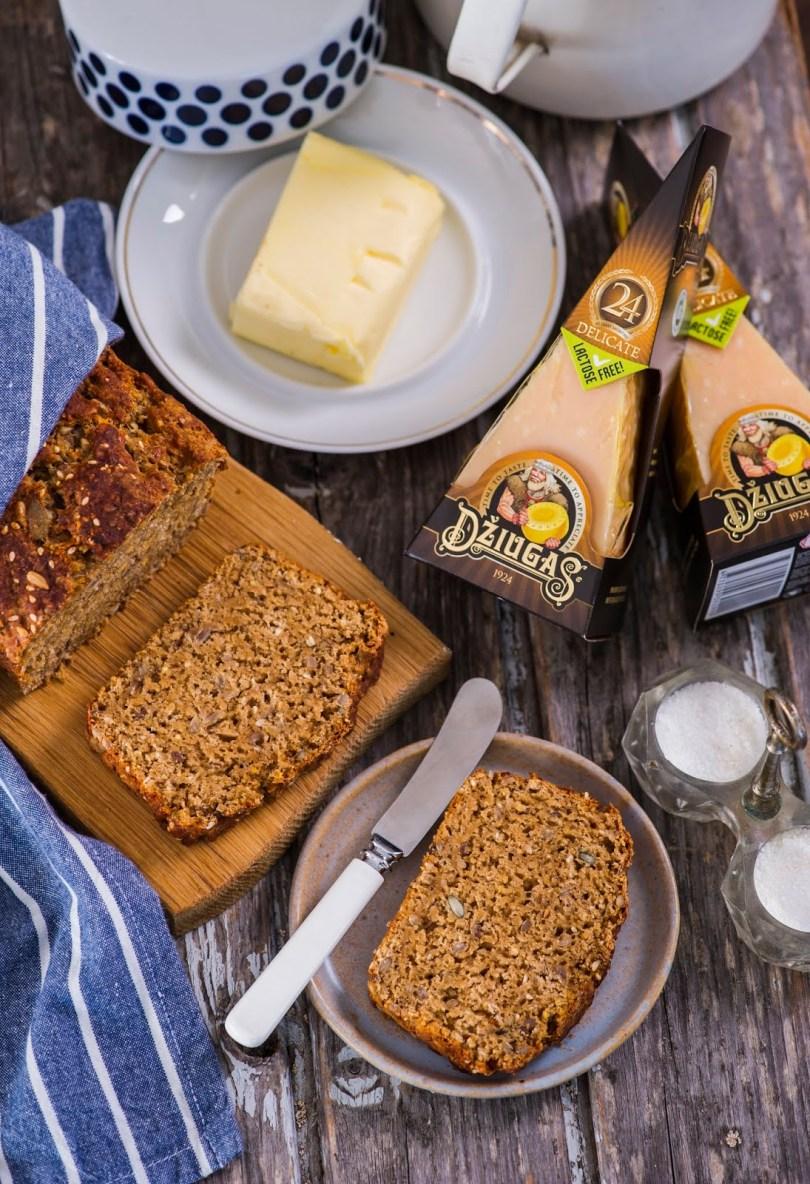 Lihtne leib tumeda õlle ja juustuga