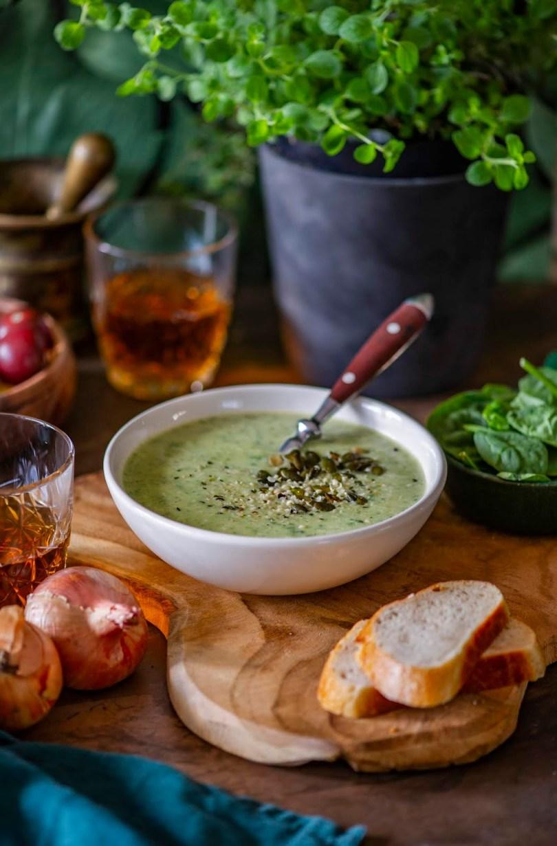 Kreemine püreesupp sibula, kartuli ja spinatiga