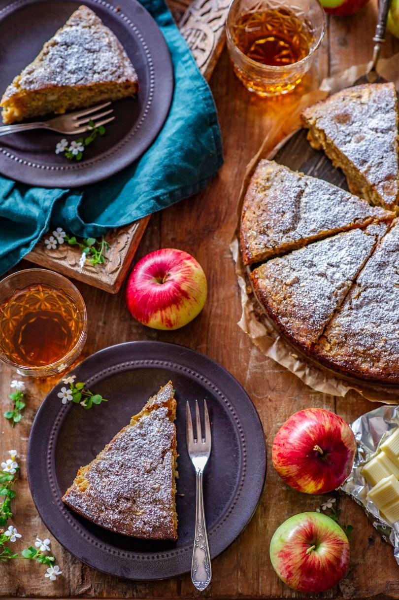 Lihtne õunakook valge šokolaadi ja kohupiimaga