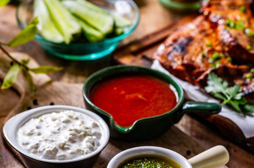 Kolm kastet grillitud toitude juurde