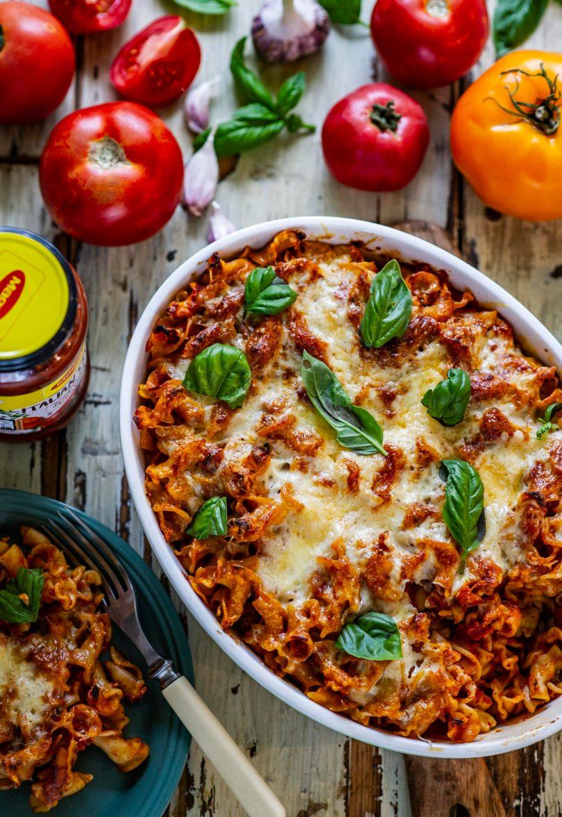 Juustuga üleküpsetatud tomatine pastavorm
