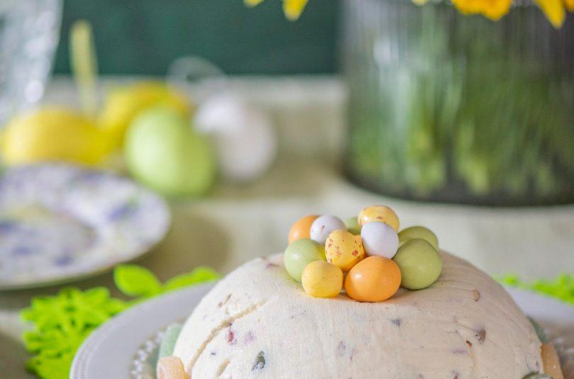 Pasha valge šokolaadi,  pähklite, marmelaadi ja kuivatatud jõhvikatega
