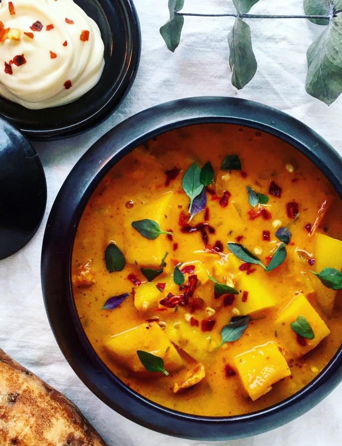 Saffranssoppa med sötpotatis, vitt vin och timjan