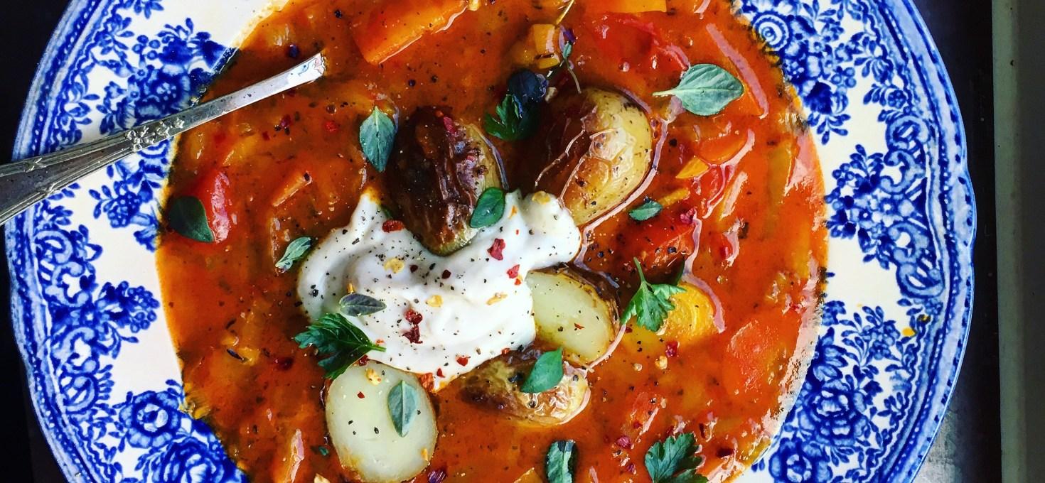 Vegansk bouillabaisse med bönaioli och rostad potatis