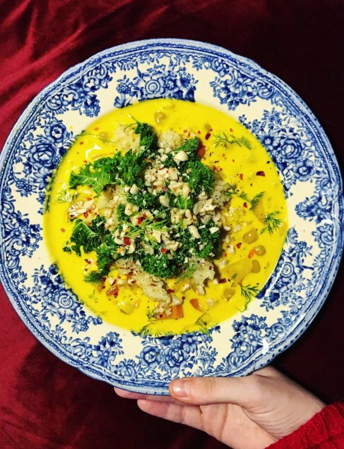 Gräddig morotssoppa med saffran, kikärtor och grönkål