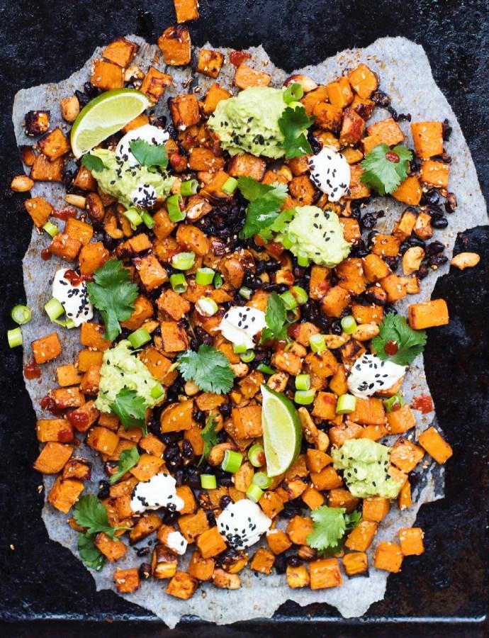 Tacoplåt med sötpotatis, svarta bönor och cashewnötter