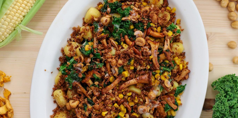 Gnocchi med majs, kantarell, grönkål och ett tips på veganskt alternativ till brynt smör
