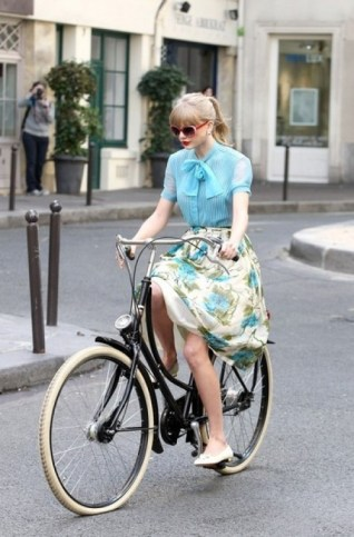 Girl bike afinefashionfrenzy