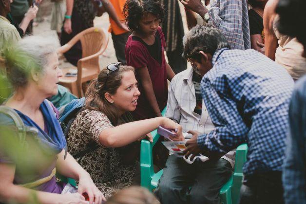 Ikdienā dzemdības slimnīcas gaitenī. Elīna Salna —vecmāte Āfrikā un Indijā