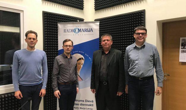 """Ko sagaidām no ievēlētās Saeimas? Diskusija radio raidījumā """"Savienots"""" (+ AUDIO)"""