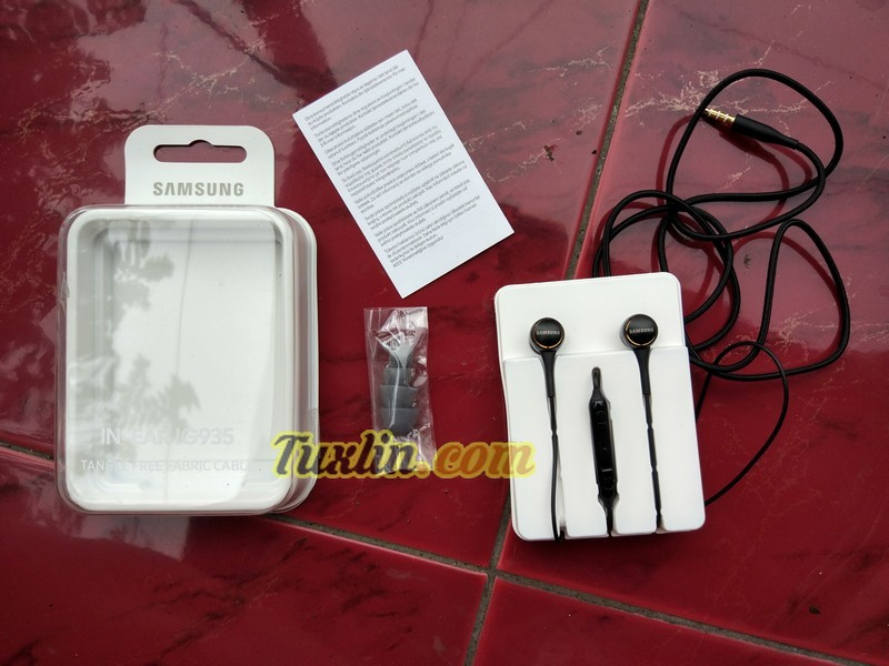 Paket Penjualan Samsung IG935 In-Ear Headphone
