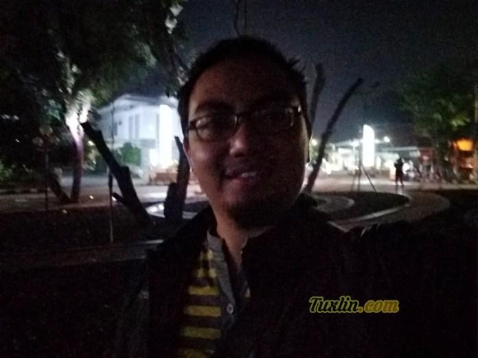 Hasil Foto Kamera DepanXiaomi Redmi Note 5APrime Malam Hari dengan LED Flash