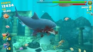 Un Mega squalo colto nell'atto del mangiare.