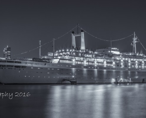 Rotterdam skyline foto by night - SS Rotterdam| Tux Photography