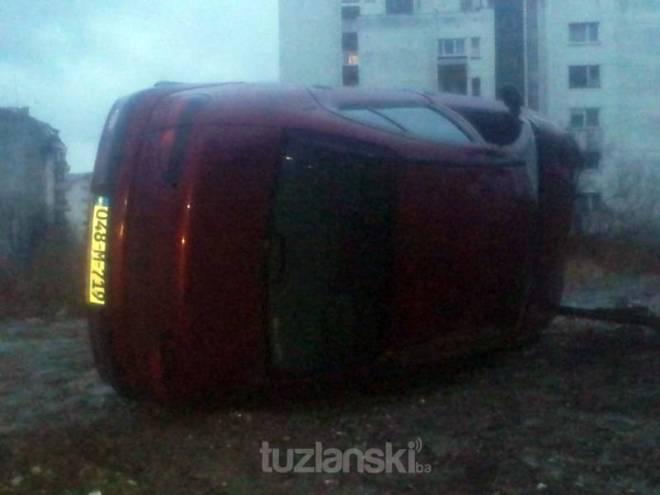 automobi-prevrnut-tuzla2