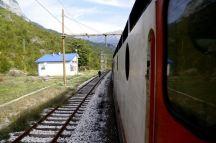zeljeznicom-ka-jugu-bih-pruga-na-kojoj-su-sklopljena-brojna-prijateljstva-i-ljubavi20_2015_10_04