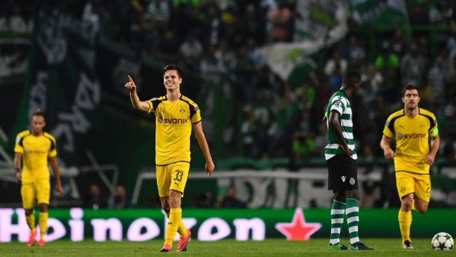 Dortmund's midfielder Julian Weigl (2L) celebrates after scoring during the UEFA Champions League football match Sporting CP vs BVB Borussia Dortmund at the Jose Alvalade stadium in Lisbon on October 18, 2016. / AFP / FRANCISCO LEONG        (Photo credit should read FRANCISCO LEONG/AFP/Getty Images)