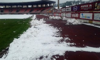 stadion-tusanj-ciscenje-snijega001
