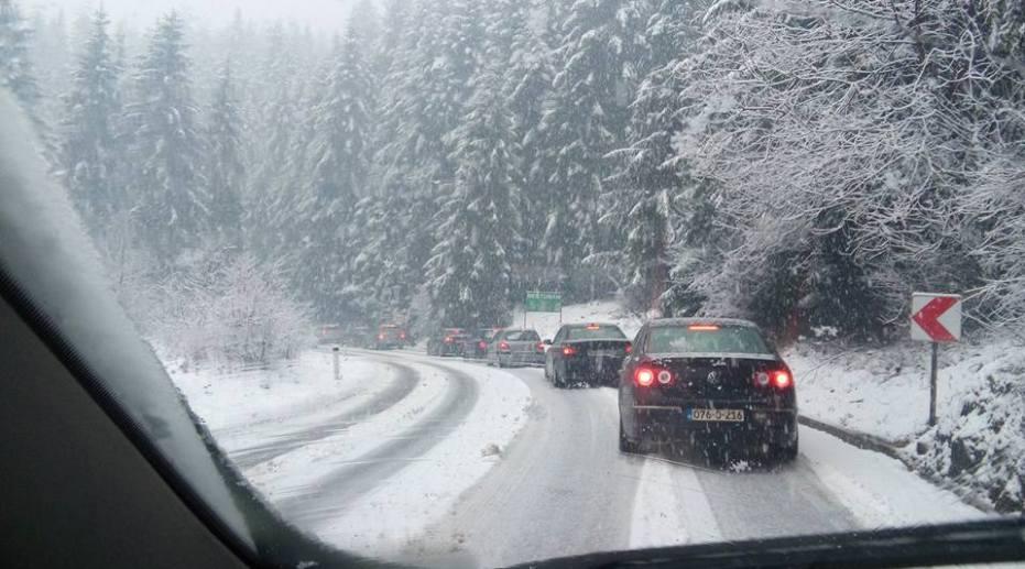 na ovim putnim pravcima je usporen saobraćaj zbog snijega tuzlanski ba