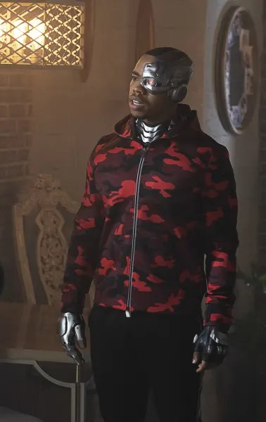 Cyborg on the Scene - Doom Patrol Season 2 Episode 8
