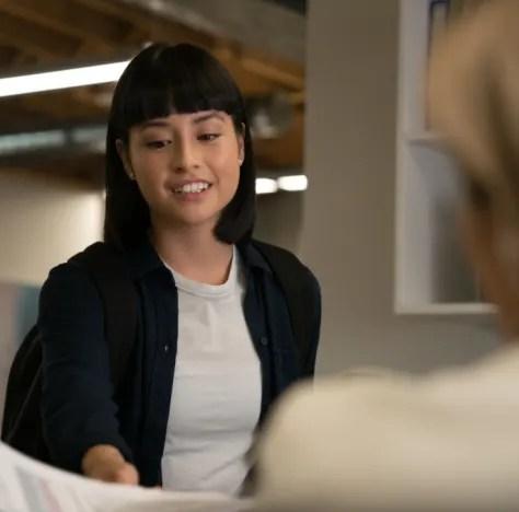 Luna Gives Paperwork - Burden of Truth Season 3 Episode 1