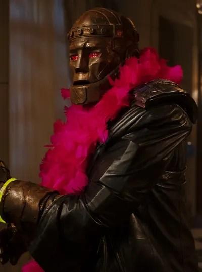 Cliff in a Boa - Doom Patrol Season 2 Episode 4