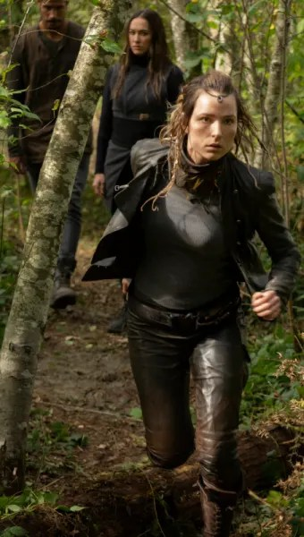 Hope On The Run - The 100 Season 7 Episode 2