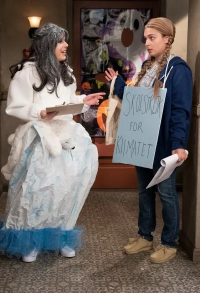 Climate Change Activism on Halloween - One Day At A Time Season 4 Episode 4