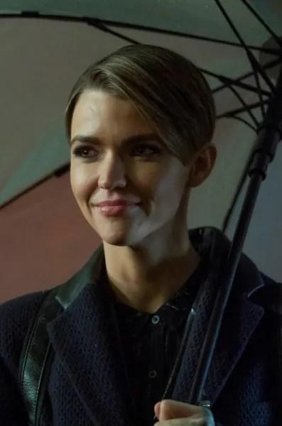 Kate with Umbrella - Batwoman Season 1 Episode 18