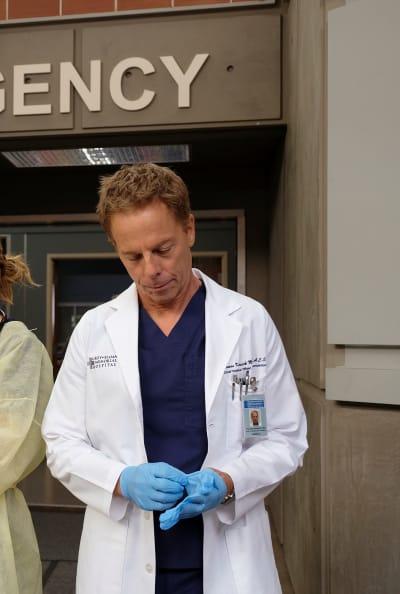 Glove Check - Tall - Grey's Anatomy Season 16 Episode 6