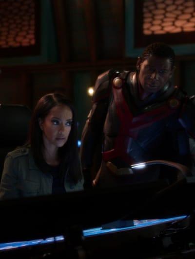Kelly and J'onn - Supergirl Season 6 Episode 7