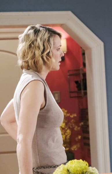 Nicole Gets Upsetting News / Tall - Days of Our Lives