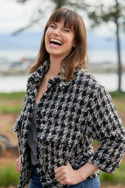 Abby Laughs Out Loud - Chesapeake Shores Season 5 Episode 3