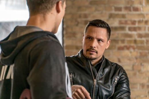 Rixton Is Wary - Chicago PD Season 4 Episode 14