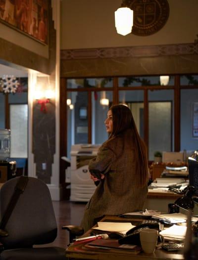 Sarah Behaves Suspiciously - tall - In The Dark Season 3 Episode 11